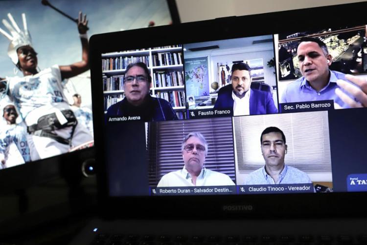 Colunista Armando Avena comandou a mesa redonda com especialistas do setor   Foto: Uendel Galter   Ag. A TARDE - Foto: Uendel Galter   Ag. A TARDE