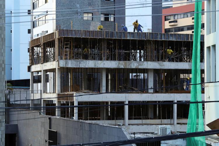 Construção Civil apresenta forte recuo | Foto: Uendel Galter | Ag. A TARDE - Foto: Uendel Galter | Ag. A TARDE