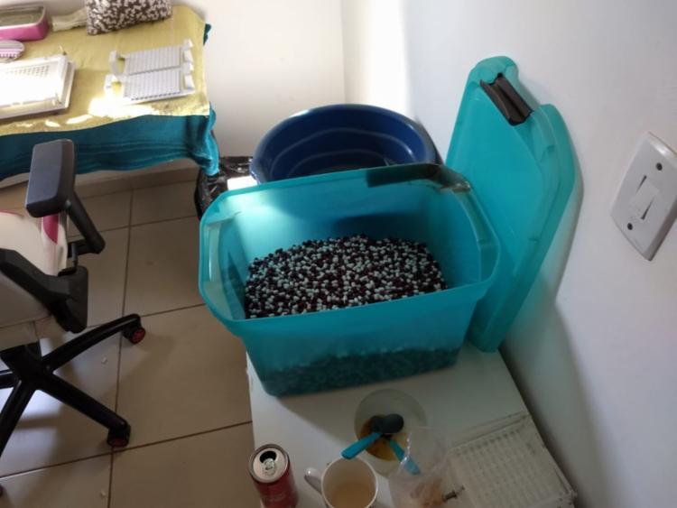 A quadrilha fabricava um medicamento falso em laboratórios clandestinos | Foto: Polícia Federal | Divulgação - Foto: Polícia Federal | Divulgação