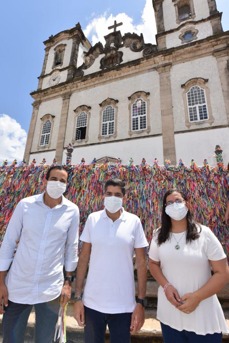 Bruno Reis compareceu na Igreja junto do prefeito ACM Neto e da candidata a vice-prefeita, Ana Paula Matos (PDT) | Foto: Divulgação - Foto: Divulgação