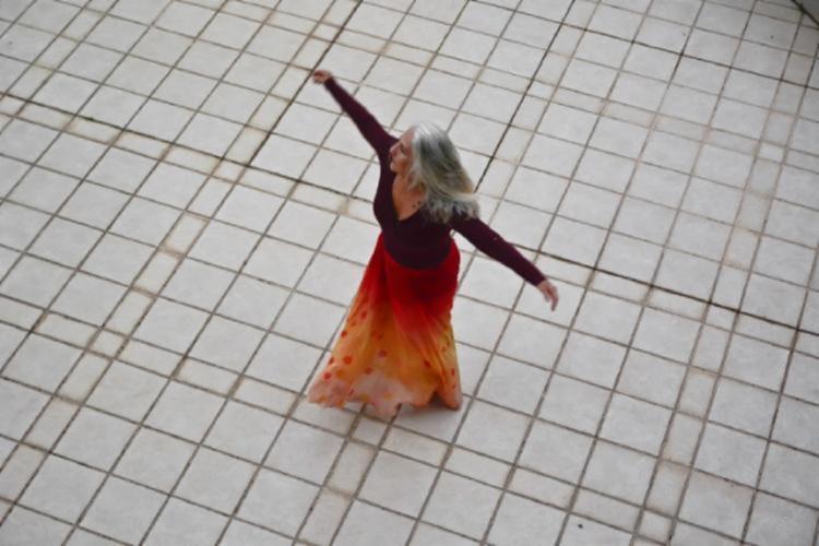 Performance tem criação e interpretação de Ângela Bandeira   Foto: Esoilda da Silva Santos - Foto: Esoilda da Silva Santos