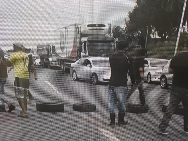 Protesto causou lentidão no local | Foto: Reprodução | TV Bahia - Foto: Reprodução | TV Bahia