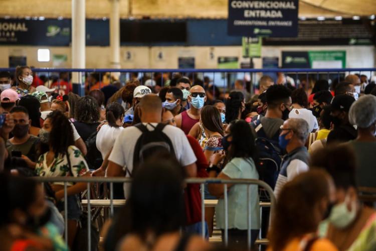 Sistema de Ferry boat tem fluxo intenso de pessoas neste sábado | Foto: Felipe Iruatã | Agência A TARDE - Foto: Felipe Iruatã | Agência A TARDE