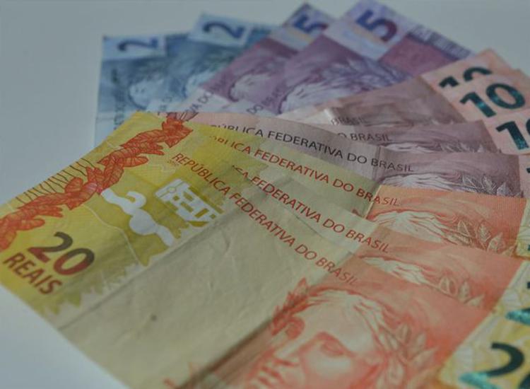 Trabalhadores recebem crédito do saque emergencial do FGTS de até R$ 1.045 | Foto: Marcello Casal | Agência Brasil - Foto: Marcello Casal | Agência Brasil