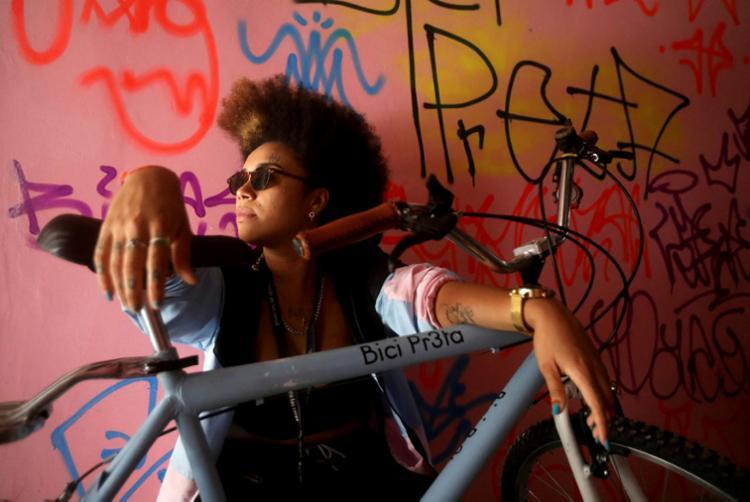 Lívia Suarez, idealizadora do La Frida Bike: transformando estruturas | Foto: Felipe Iruatã | Ag. A TARDE - Foto: Felipe Iruatã | Ag. A TARDE
