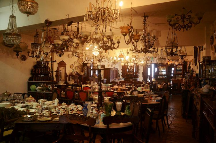 A exuberância das peças na San Martin Antiguidades | Foto: Alex Oliveira | Ag. A TARDE - Foto: Alex Oliveira | Ag. A TARDE