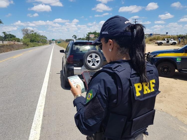 As fiscalizações da PRF na Bahia flagraram, ainda, 8 condutores sob efeito de álcool e 13 crianças sem cadeirinha | Foto: Divulgação | PRF-BA - Foto: Divulgação | PRF-BA