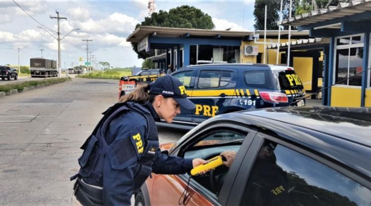 Fim de semana terminou com 50 condutores flagrados no teste do bafômetro   Foto: Divulgação   PRF - Foto: Divulgação   PRF