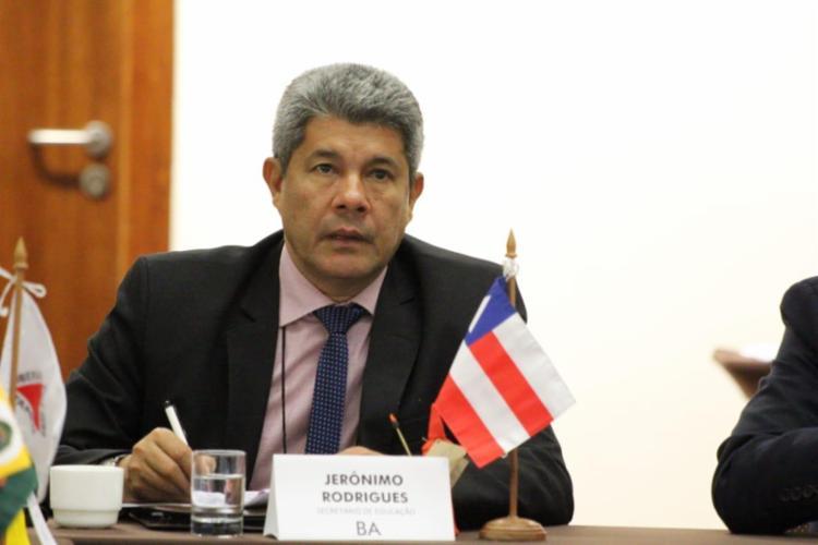 Em coletiva virtual de imprensa, Jerônimo Rodrigues afirmou que o retorno é obrigatório, mas que há exceções   Foto: Arquivo   SEC - Foto: Divulgação
