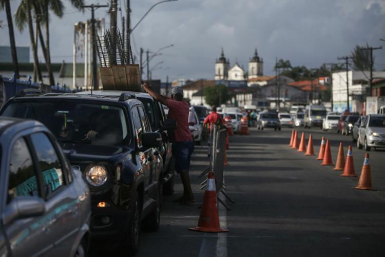 A movimentação de veículos para o embarque no Terminal de São Joaquim foi intensa na manhã desta sexta   Foto: Raphael Müller   Ag. A TARDE - Foto: Raphael Müller   Ag. A TARDE