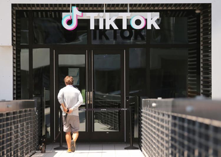 O TikTok rejeitou o anúncio feito nesta sexta e disse que continuará o embate no tribunal   Foto: Mario Tama   AFP - Foto: Mario Tama   AFP