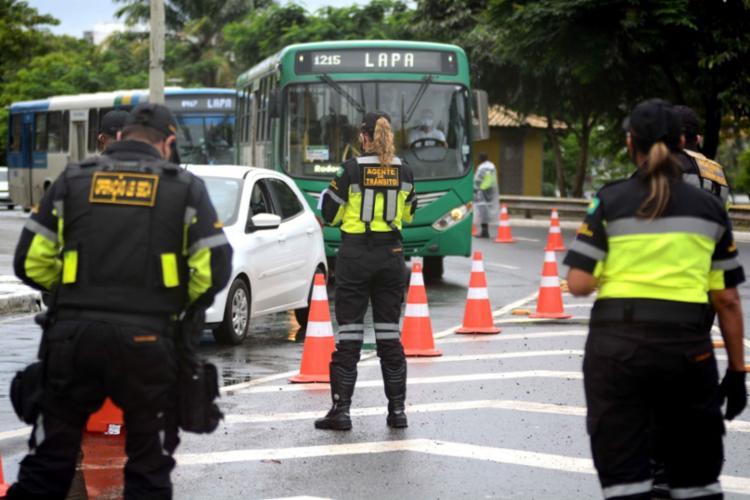 Seis veículos foram apreendidos e outras 37 infrações diversas foram registradas   Foto: Divulgação   Transalvador - Foto: Divulgação   Transalvador