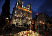França anuncia detenção de 3º suspeito após ataque | Valery Hache | AFP