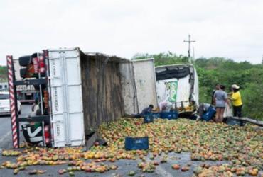 Homem morre em acidente com caminhão em curva da BR-116