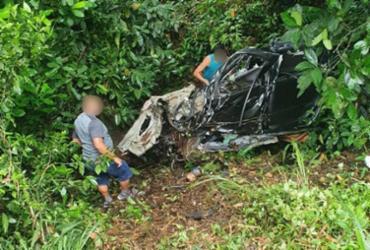 Duas pessoas morrem e três ficam feridas após acidente na BR-101