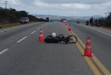 Motociclista fica em estado grave após colisão frontal com carro na BR-116