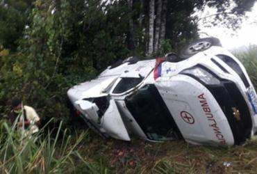 Ambulância capota a caminho de hospital e deixa quatro feridos na BA-262 | Reprodução | Redes Sociais