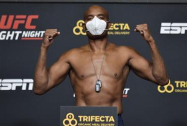 Anderson Silva encara Uriah Hall em provável última luta no UFC | Divulgação | UFC Brasil