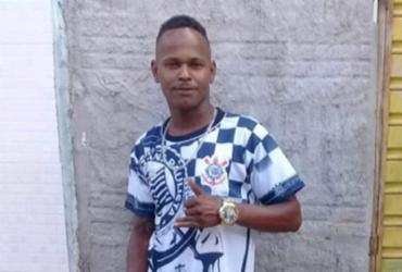 Homem é morto a tiros na frente de casa em Araci