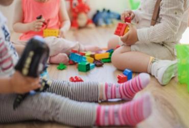 Baú brincante: Uma experiência inovadora sobre o brincar livre em escolas da rede pública em Salvador e Jequié  