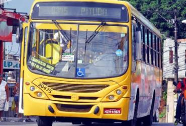 Homem armado assalta ônibus na Fazenda Grande do Retiro | Genêsis Freitas