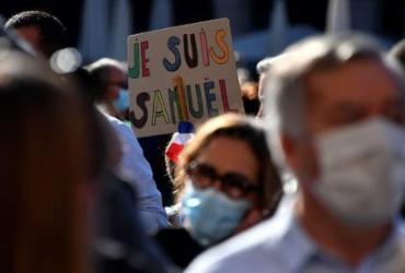 Marcha em Paris faz homenagem a professor decapitado por extremista   Georges Gobet   AFP