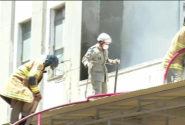 Bombeiros controlam incêndio no hospital de Bonsucesso   Reprodução   TV Globo