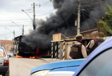 Mais um ônibus é incendiado por criminosos em Eunápolis