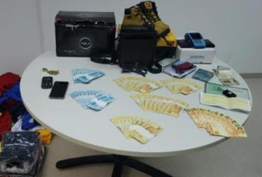 Dupla é presa com R$ 2,7 mil em notas falsas na Estrada do CIA-Aeroporto | Divulgação | SSP