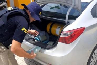 Dupla é presa com 22 kg de maconha em porta-malas de veículo em Paulo Afonso