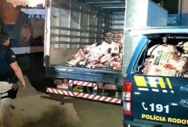 Cerca de 500 pacotes de carvão vegetal transportados ilegalmente são apreendidos na BR-242