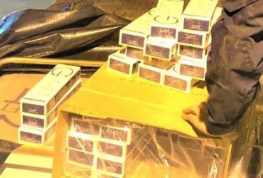 Caminhoneiro é preso transportando 300 mil maços de cigarros do Paraguai | Divulgação | PRF