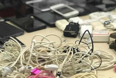 Armas, drogas, celulares e bíblias com anotações do tráfico são apreendidos em Conjunto Penal de Teixeira de Freitas