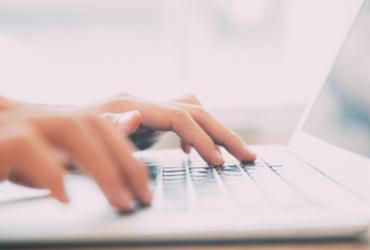 Curso na internet ajuda informais | Divulgação | Freepik