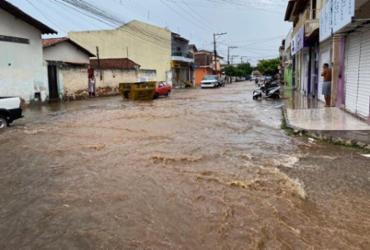 Tromba d'água provoca alagamentos em ruas de Brumado | Lay Amorim/Achei Sudoeste