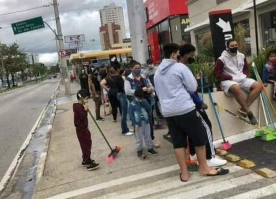 Promoção em rede de fast food gera aglomeração em meio à pandemia | Reprodução