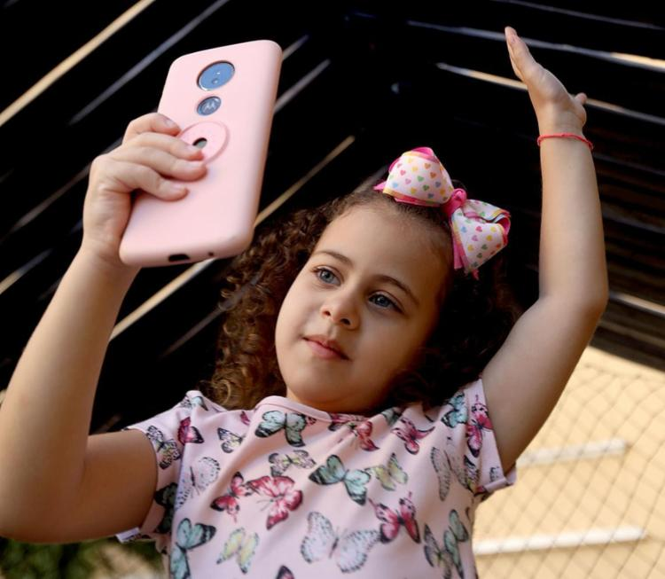 Os vídeos de Anna Sofia, 6, fazem a família interagir | Fotos: Felipe Iruatã | Ag. A TARDE - Foto: Felipe Iruatã | Ag. A TARDE