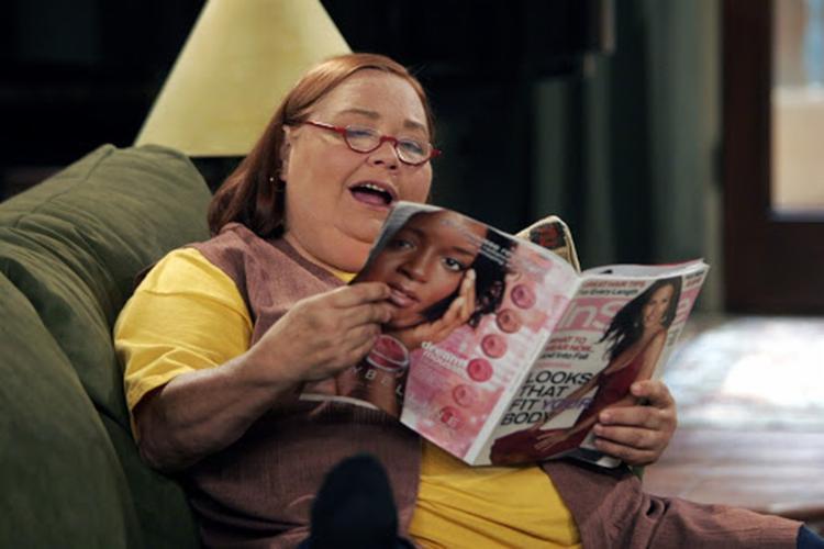 Com a personagem Berta, em Two And a Half Man, Conchatta Ferrel foi indicada duas vezes ao Emmy | Foto: Reprodução - Foto: Reprodução