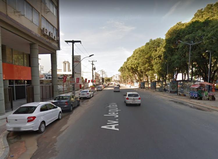 Caso aconteceu por volta das 13h30 na avenida Jequitaia | Foto: Reprodução | Google Street View - Foto: Reprodução | Google Street View