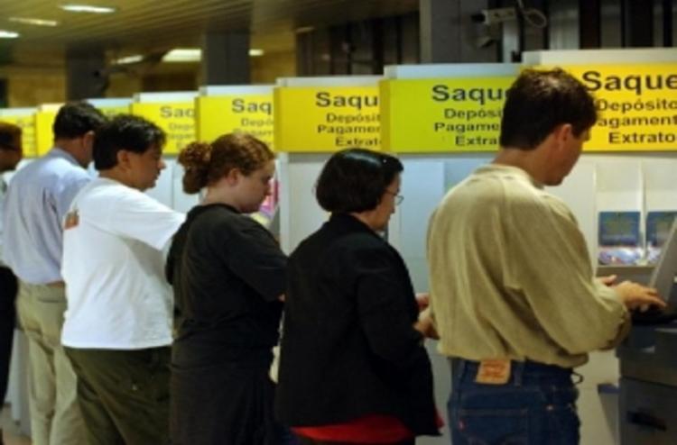 Aposentados e pensionistas do INSS vão poder solicitar empréstimos comprometendo até 40% do que ganham - Foto: Agência Brasil   Arquivo