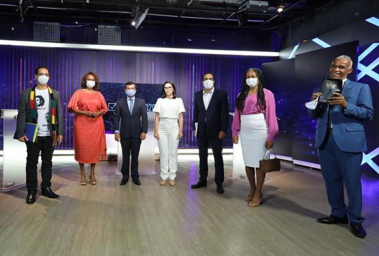 Candidatos no estúdio da Band para primeiro debate | Foto: Ulisses Dumas | Band Bahia | Divulgação - Foto: Ulisses Dumas | Band Bahia | Divulgação