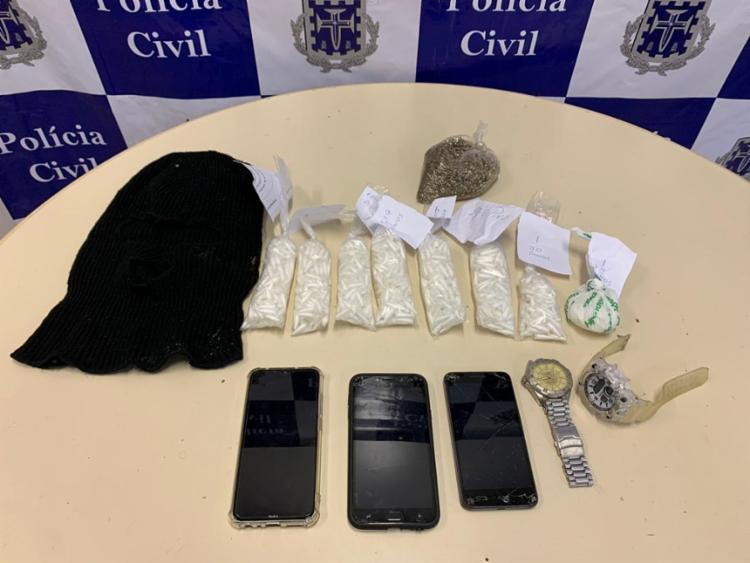 Um saco com sementes de maconha também foi apreendido por uma equipe da DRFRV, no Centro | Foto: Divulgação | Polícia Civil - Foto: Divulgação | Polícia Civil