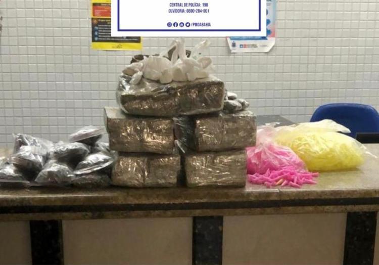 Mais de 20 kg de maconha foram apreendidos com o suspeito | Foto: Divulgação | SSP-BA - Foto: Divulgação | SSP-BA