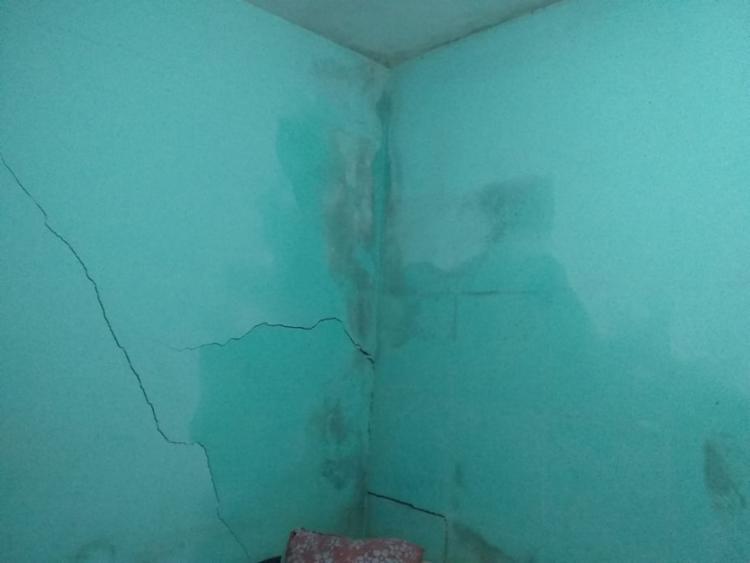 Imóvel apresenta rachaduras e umidade nas paredes   Foto: Cidadão Repórter   via Whatsapp - Foto: Cidadão Repórter   via WhatsApp