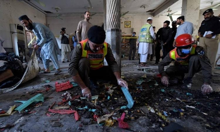 A escola religiosa reunia principalmente estudantes adultos, e muitos estavam no local quando a explosão aconteceu | Foto: Abdul Majeed | AFP - Foto: Abdul Majeed | AFP