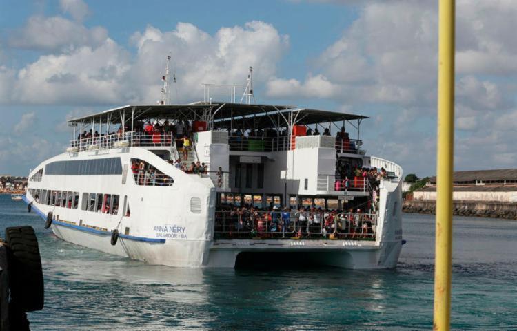 A travessia Salvador-Mar Grande está operando normalmente e registra movimento tranquilo de embarque nos dois terminais | Foto: Tiago Caldas | Ag. A Tarde - Foto: Tiago Caldas | Ag. A Tarde