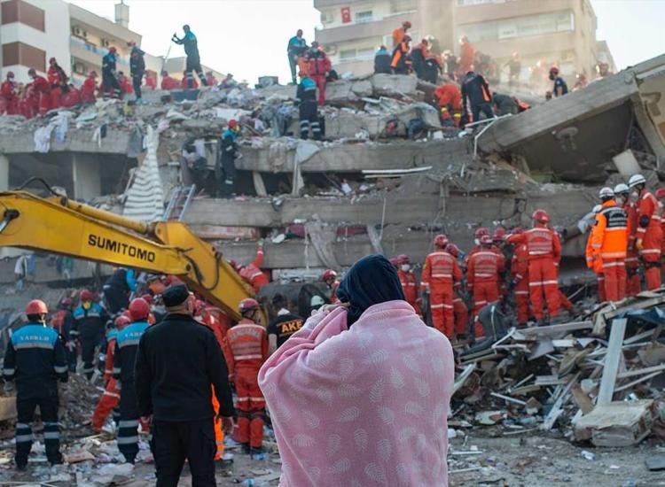 Terremoto deixou ao menos 26 mortos e mais de 800 feridos | Foto: Yasin Akgul | AFP - Foto: Yasin Akgul | AFP