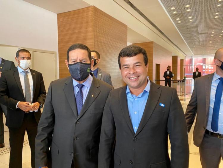 Em Salvador, Hamilton ourão se encontro com o candidato à prefeitura, Celsinho Cotrim - Foto: Divulgação