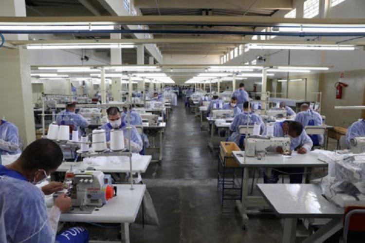 A indústria têxtil é uma das mais afetadas pela falta de matéria-prima - Foto: Foto: Funap / AFP