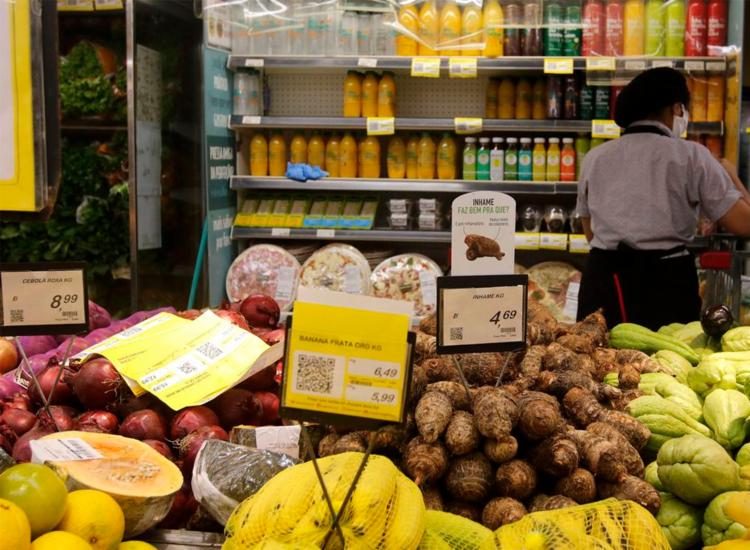 Alta de preços dos alimentos pode ter motivado aumento da inflação - Foto: Tânia Rêgo | Agência Brasil